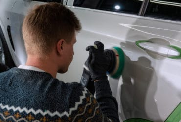 полировка двери автомобиля