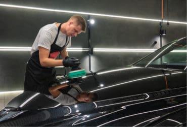 полировка крышки капота авто