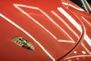 логотип Порш на кузове