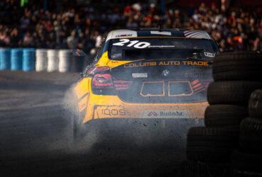 Желтая BMW на гоночной трассе