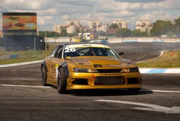 Машина гоночной трассе