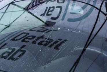 Капли воды на автомобильном кузове