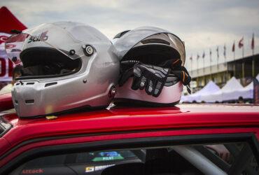 Шлемы гонщиков на соревнованиях