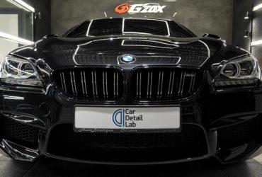 отполированный капот и решетка радиатора BMW