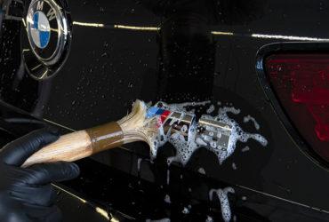 чистка хромированного значка BMW