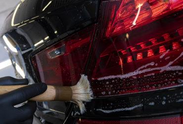 чистка фар автомобиля BMW
