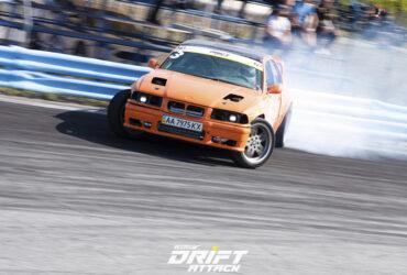 оранжевый гоночный автомобиль