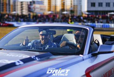 гонщики за рулем автомобиля RTR TimeAttack