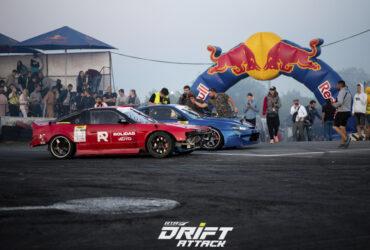 парад гоночных автомобилей