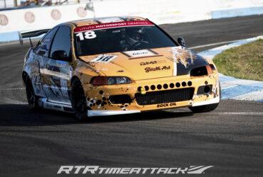 желтое авто на гоночной трассе тайматак