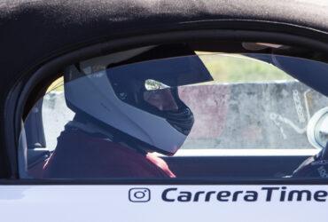 пилот гонок тайматак в шлеме