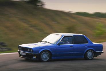 BMW на гоночной трассе