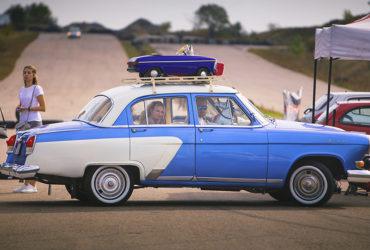 раритетный автомобиль на гонках в Одессе