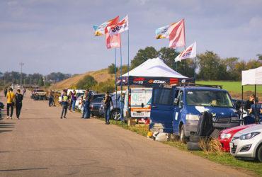 палатки и флаги партнеров гонок BaseRaceDays