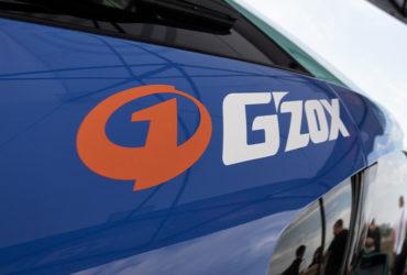 автомобиль с наклейкой G'zox