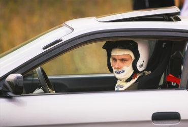 пилот гоночного автомобиля