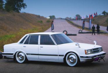белый японский автомобиль JDM