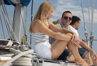 студенты и инструктор школы CDL на яхте