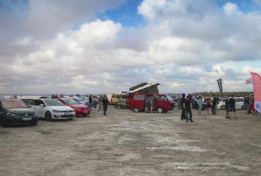 общий план автомобилей на фестивале VAG