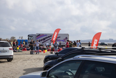выставка автомобилей и флаги Rupes