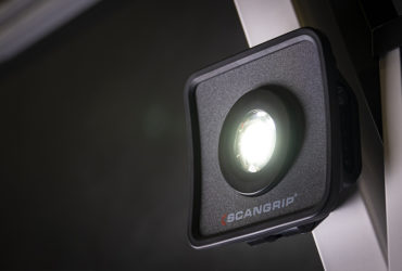 магнитный держатель на фонаре Scangrip