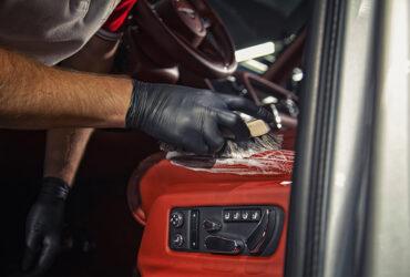чистка автомобильного салона вручную
